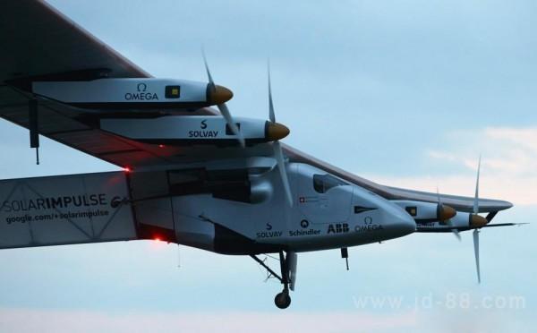 """全球最大太阳能飞机""""阳光动力2号""""飞抵中国"""
