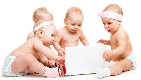 专家的问题还包括,这些家长是否为孩子下载了专门为婴幼儿设计的游戏或者应用软件。82%的受访家长表示拥有智能手机或平板电脑等触屏设备。大多数家长都会给孩子玩儿这些设备,平均时间为每天15分钟。62%的家长表示曾下载过专门为婴幼儿设计的应用软件。